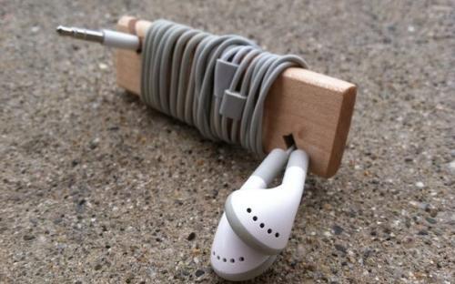 7 kreatív ajandék ötlet fából: fülhallgató tartó